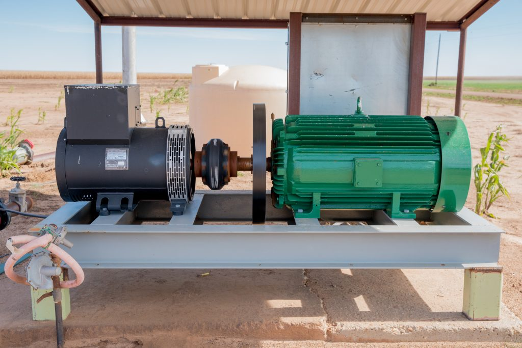 1-to-3 Power Source powering 900 ft deep submersible pump in Northwest Texas